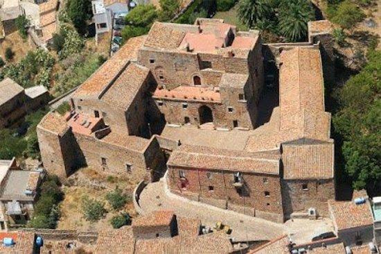 castello-di-caronia.jpg